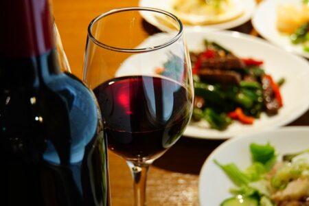 """Il giorno in cui il """"mosto diventa vino"""": il vino novello"""